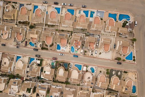 Muchas urbanizaciones con piscina
