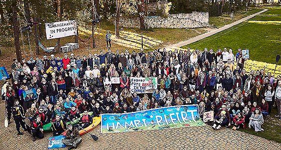 Más de 300 jóvenes de toda Europa se dieron cita en un bosque polaco. Hasta allí no les llevó un festival de música, sino la perenne idea de construir un mundo mejor.M