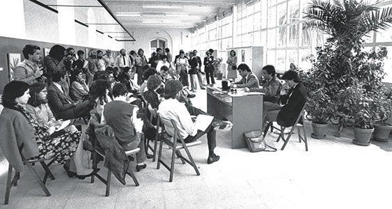 Imagen cedida por Rèmi Parmentier. Presentación pública de Greenpeace en el Real Jardín Botánico en abril de 1984. De izquierda a derecha: Rèmi Parmentier, Xavier Pastor y Manuel Rivas.
