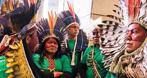 Una comitiva de líderes indígenas ha visitado 12 países y 19 ciudades europeas -entre ellas, madrid, barcelona y valencia- para denunciar violaciones de derechos en Brasil