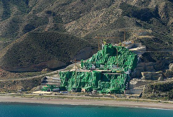 Hotel Algarrobico de construcción ilegal en primera linea de costa