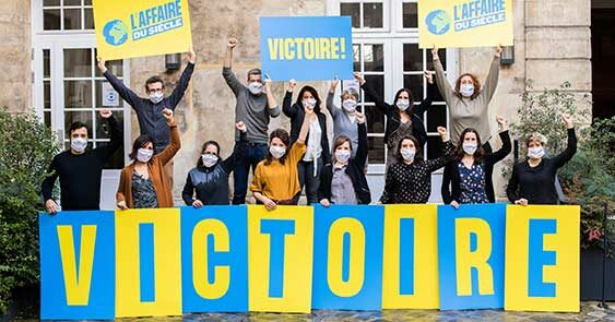 Miembros de Greenpeace y de las otras ONG demandantes celebran la victoria